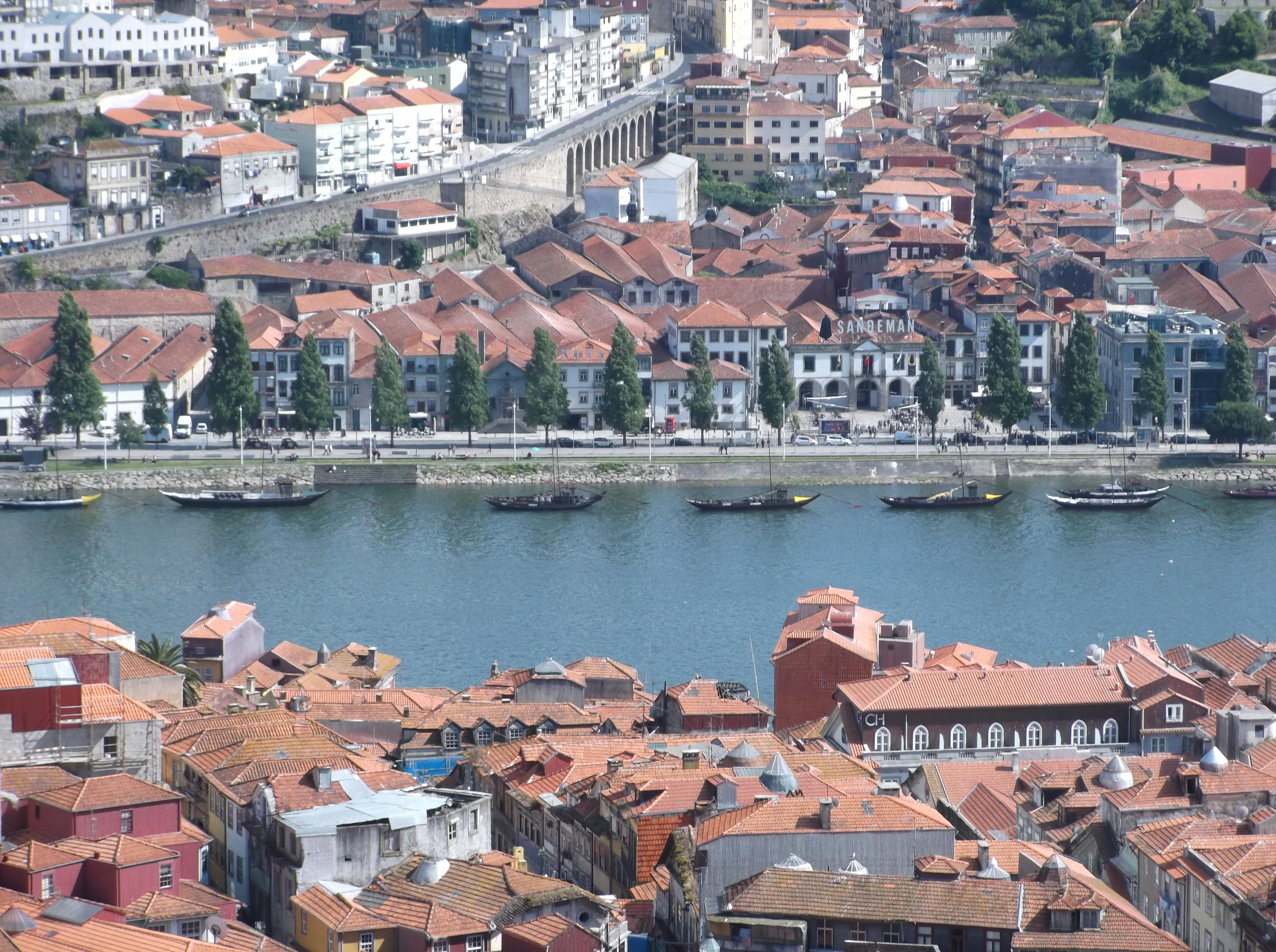Vue sur le Douro et caves de la Vila Nova de Gaia