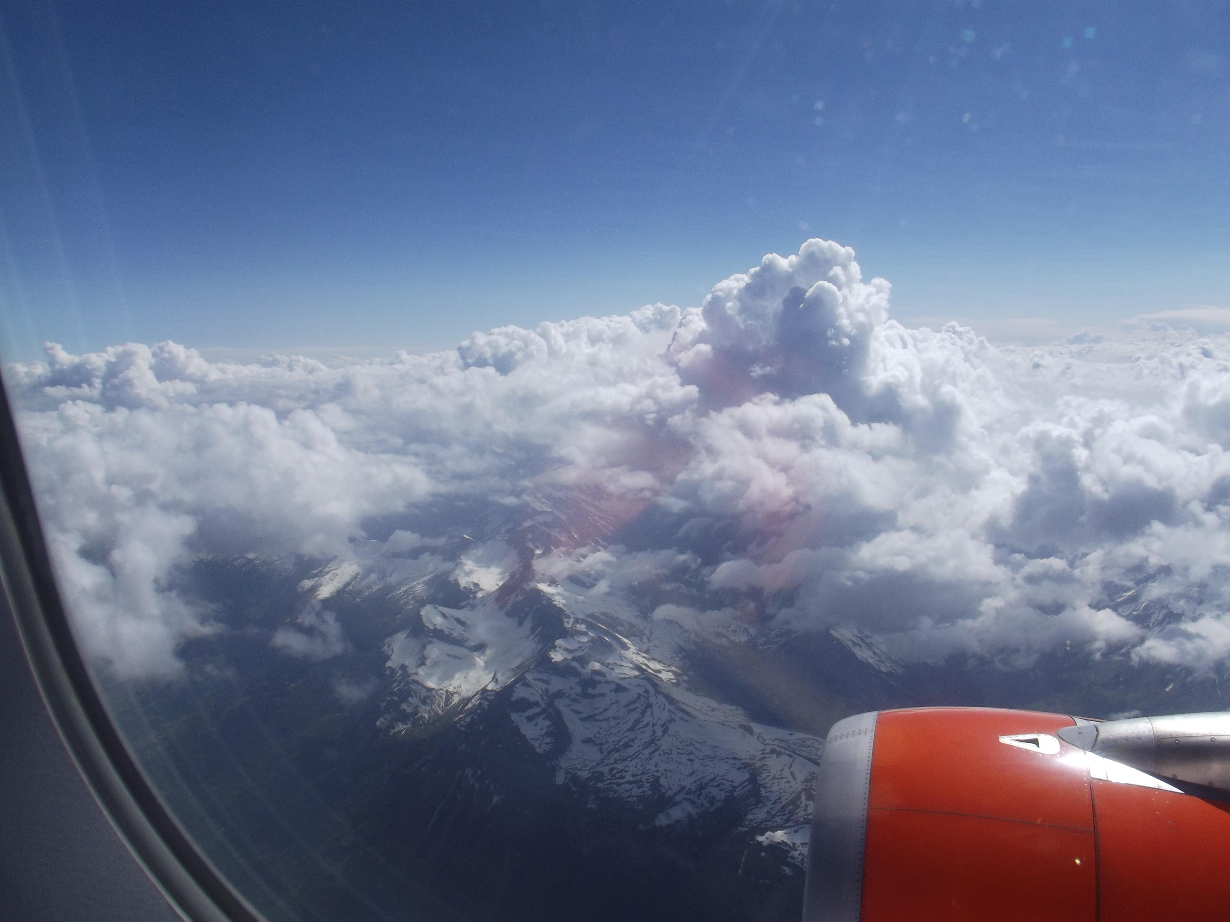 vue sur la montagne depuis l'avion