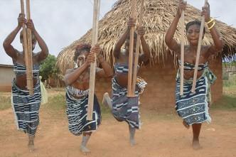 Danse Djaka à Duékoué en Côte d'Ivoire