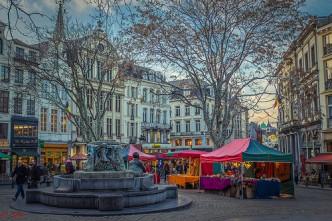 Bruxelles (La Place Aux Herbes Potagères)