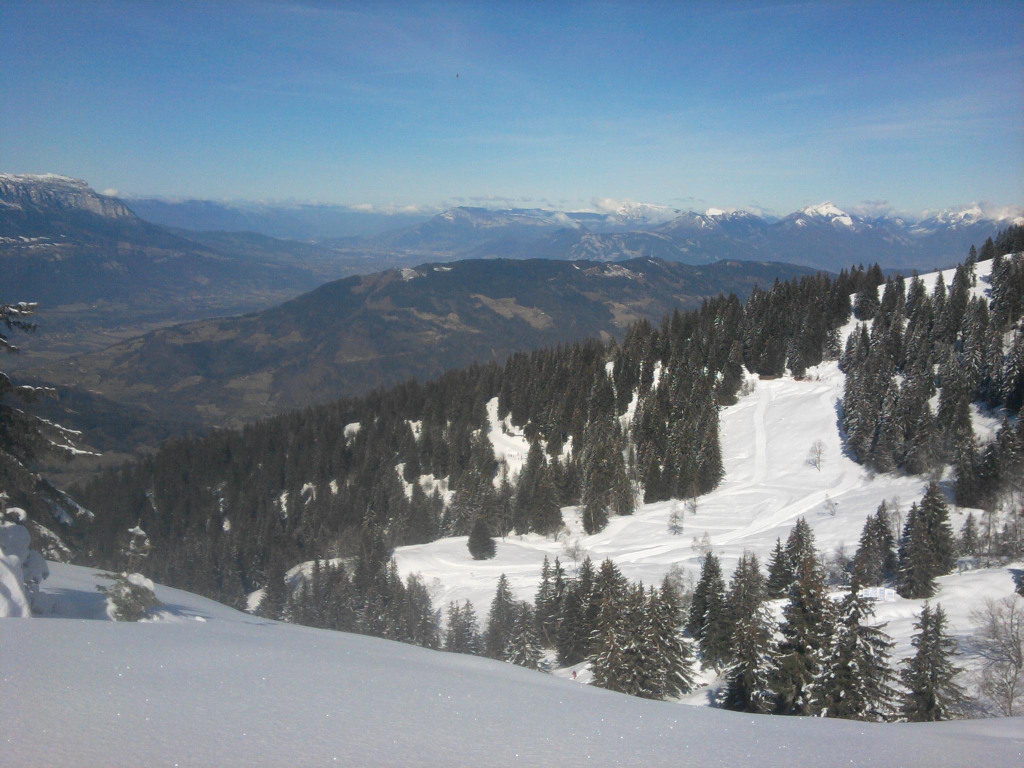 Vue sur la vallée en direction du Crêt du Poulet
