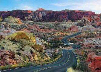 Route dans le désert du Nevada aux USA