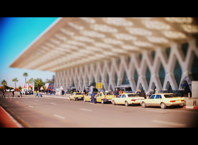 Taxis devant l'aéroport de Marrakech