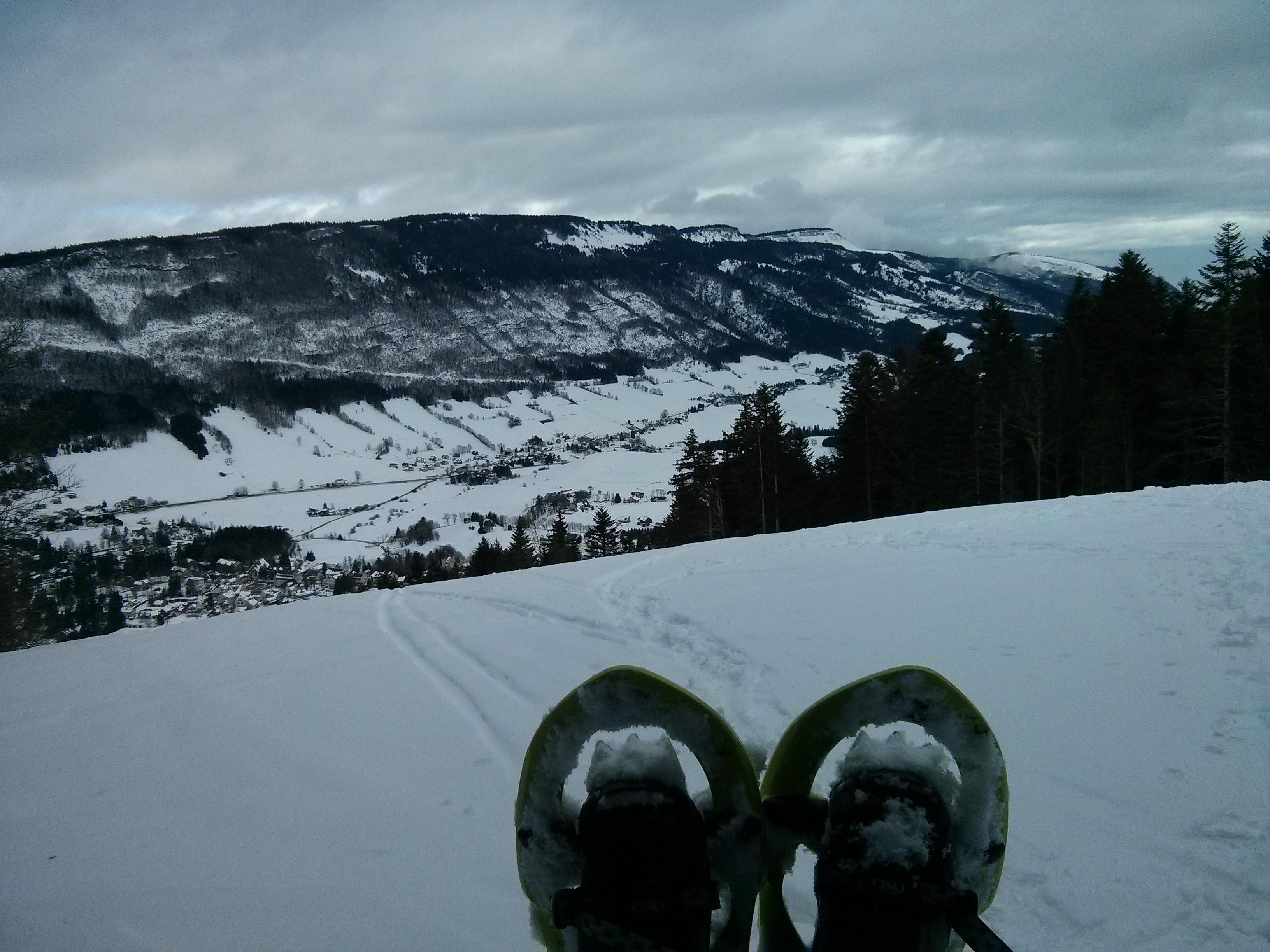 Vue sur la vallée avec les raquettes aux pieds !