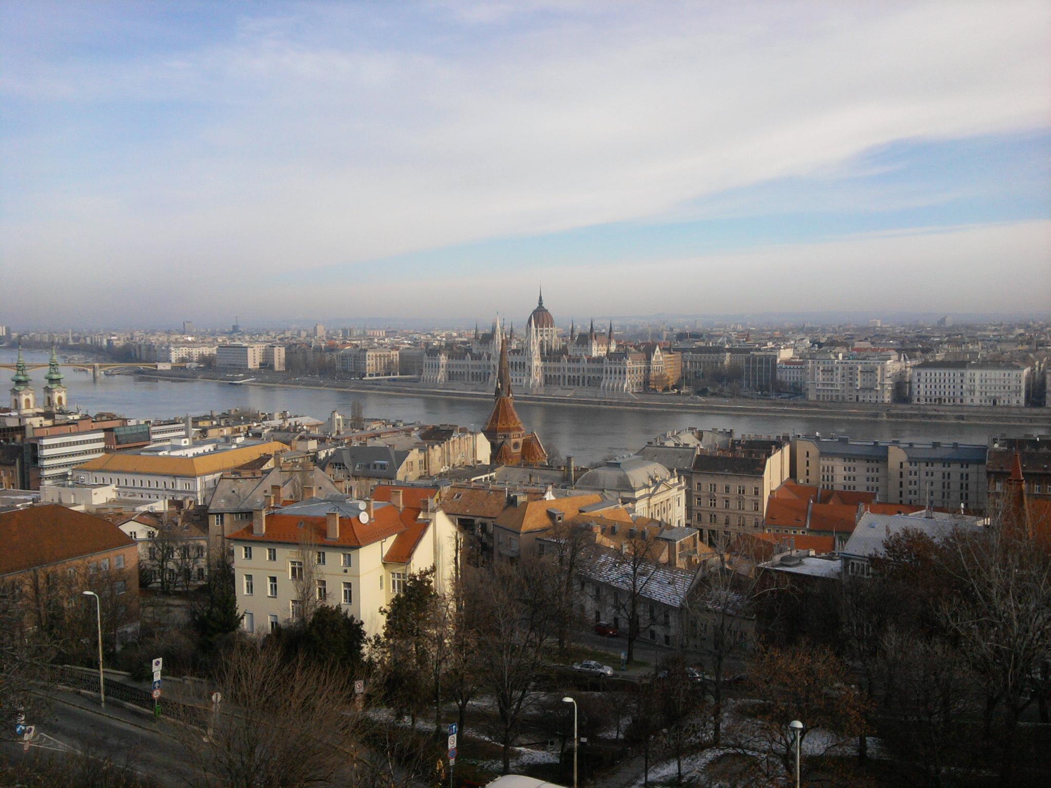 Vue sur Buda et Pest de l'autre côté du Danube
