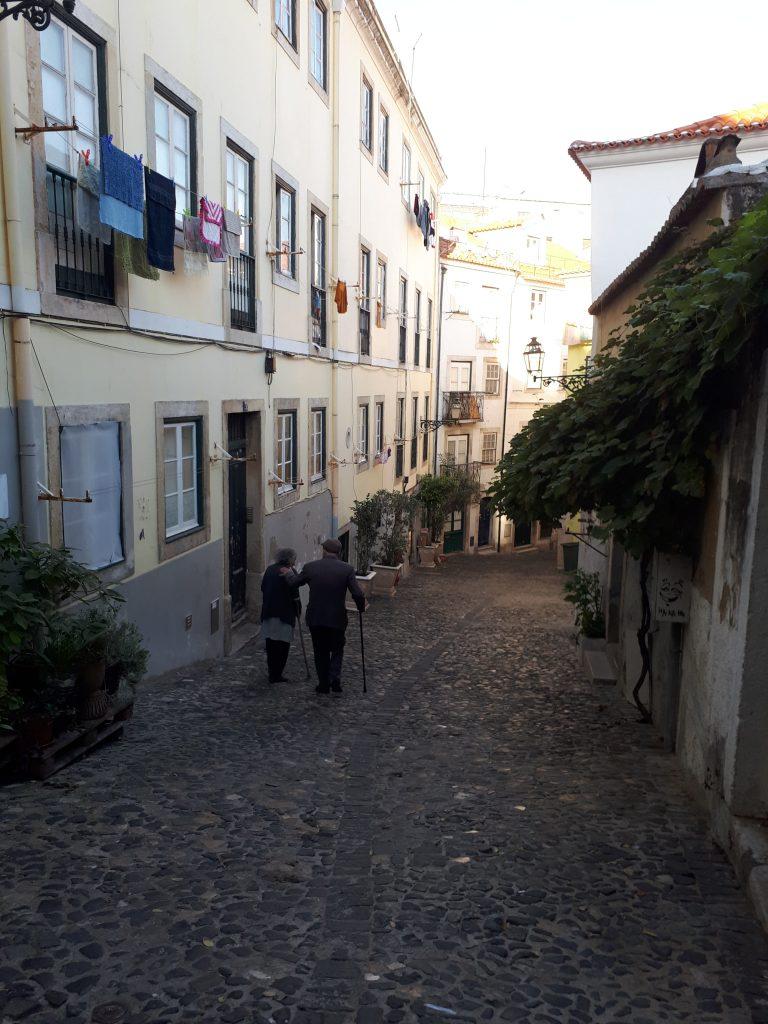 Une ruelle à Lisbonne, près de la Praça Martim Moniz