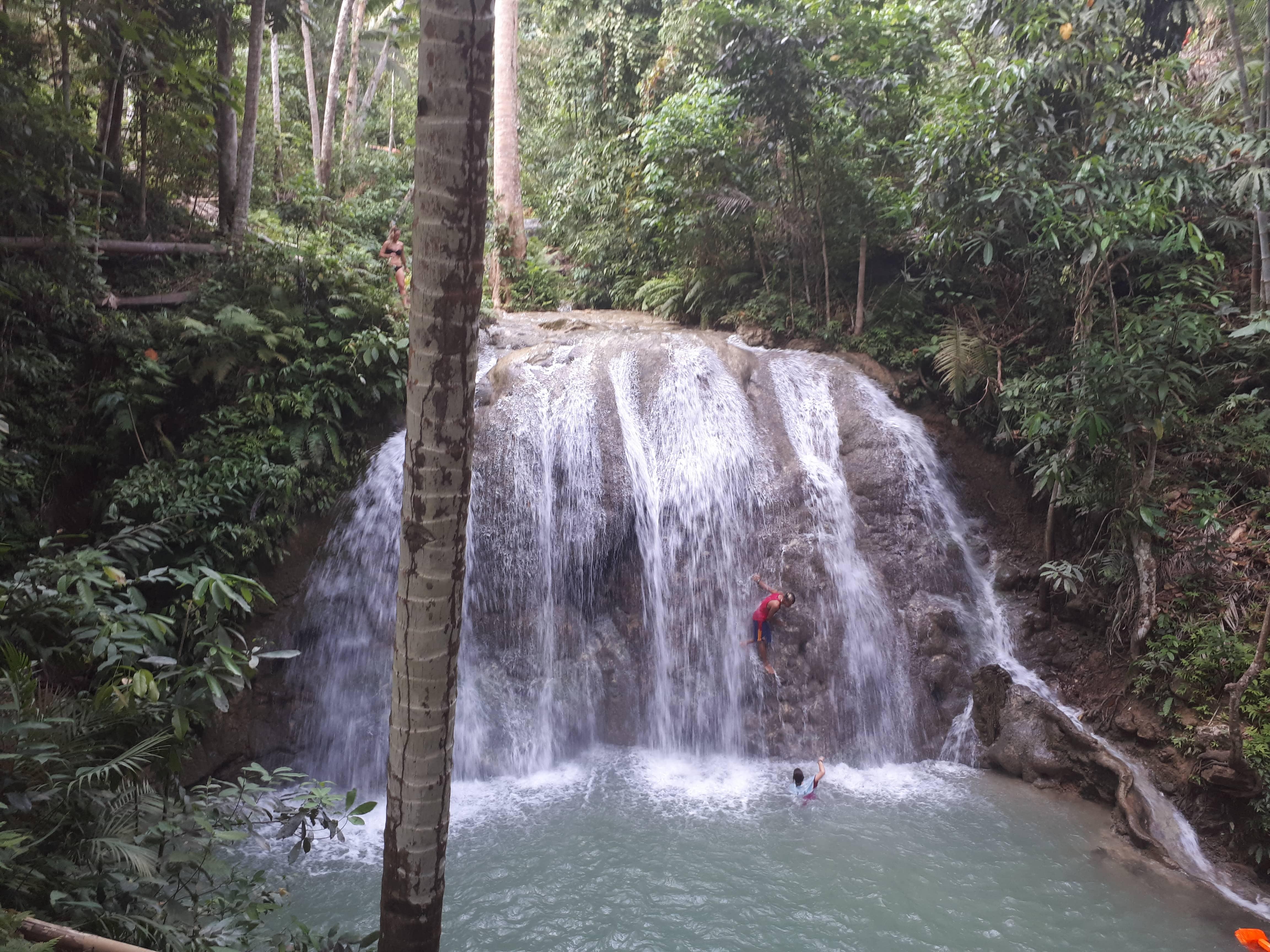Les chutes de Lugnason à Siquijor aux Philippines