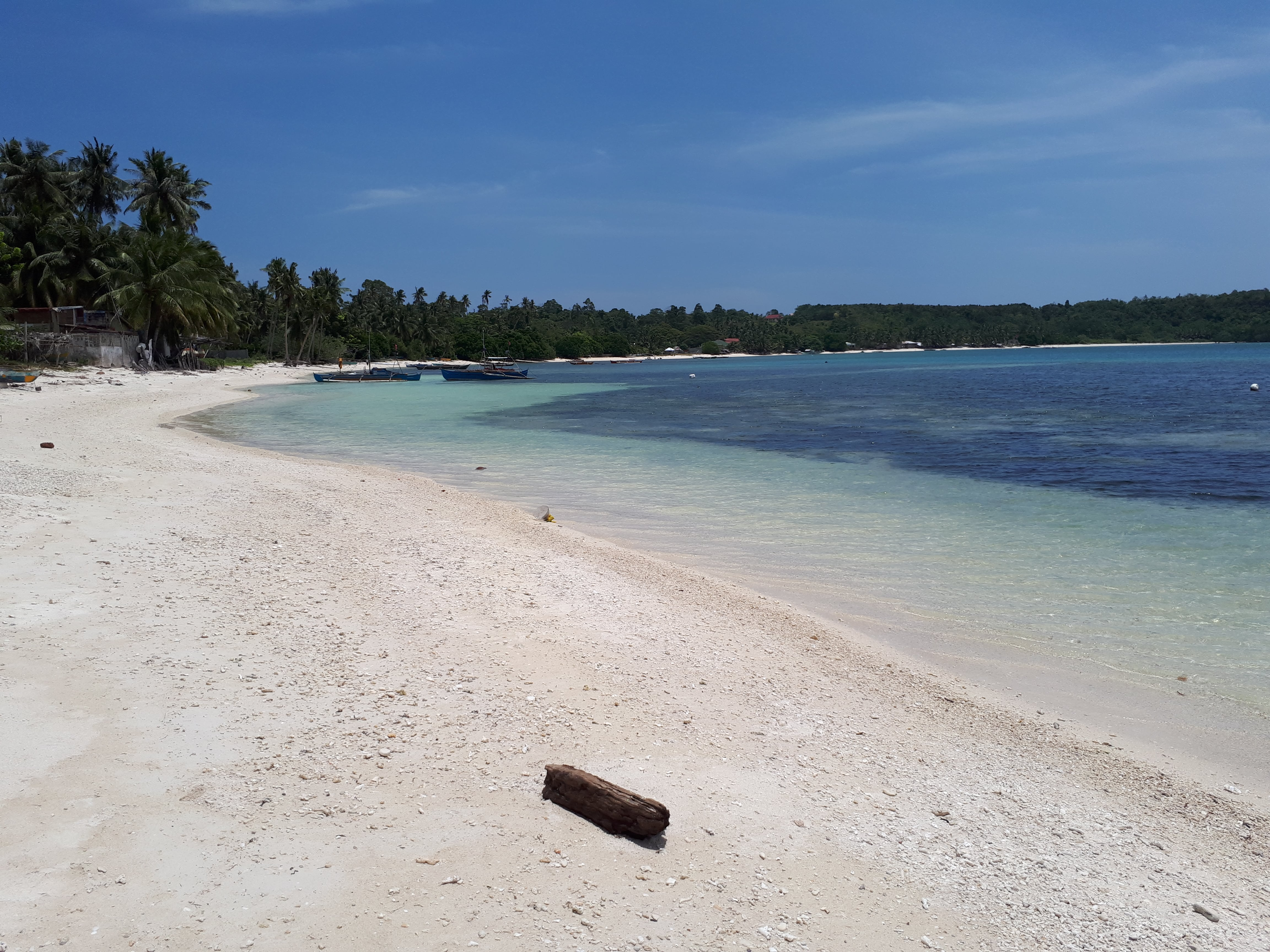La plage de Minalulan à Siquijor aux Philippines