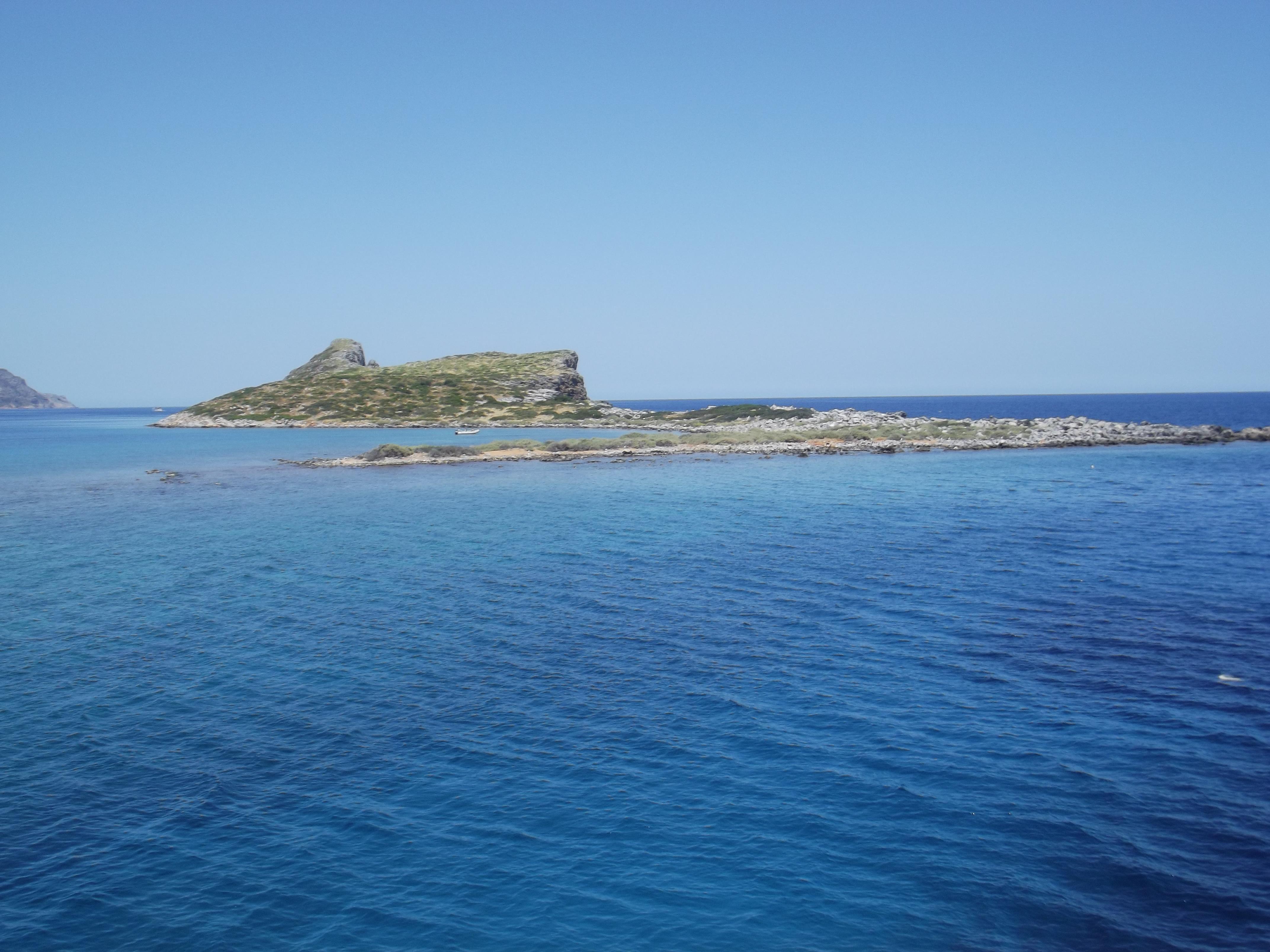 Vue sur une île près de Agios Nikolaos