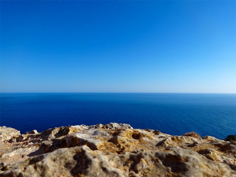 Vue des falaises à Malte