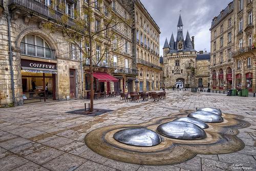 Centre-ville de Bordeaux avec la Porte Cailhau
