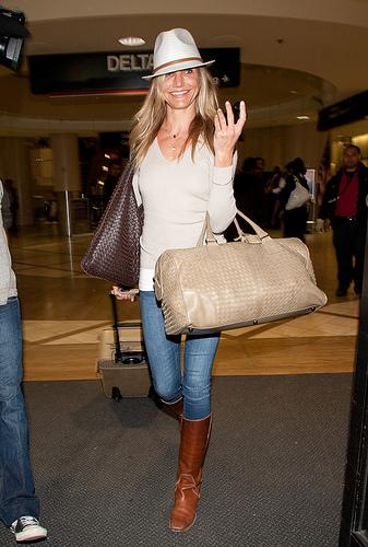Le look de Cameron Diaz à la sortie de l'aéroport