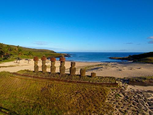 Les statues de l'île de Pâques à Anakena