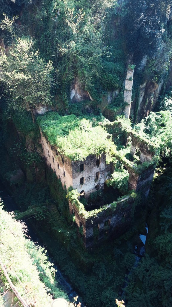 Les ruines d'un moulin abandonné à Sorrento