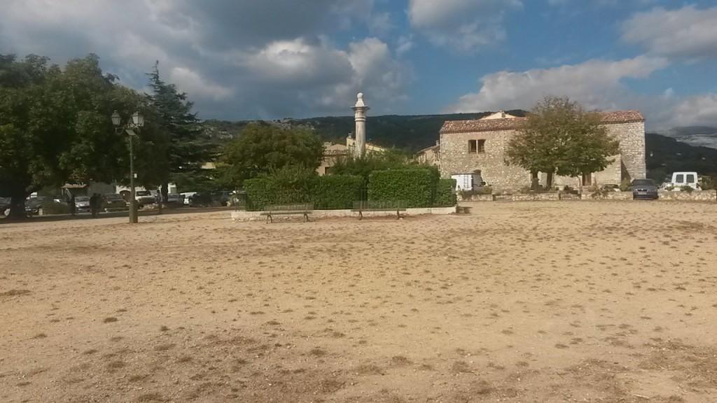 La grande place du village de Mons
