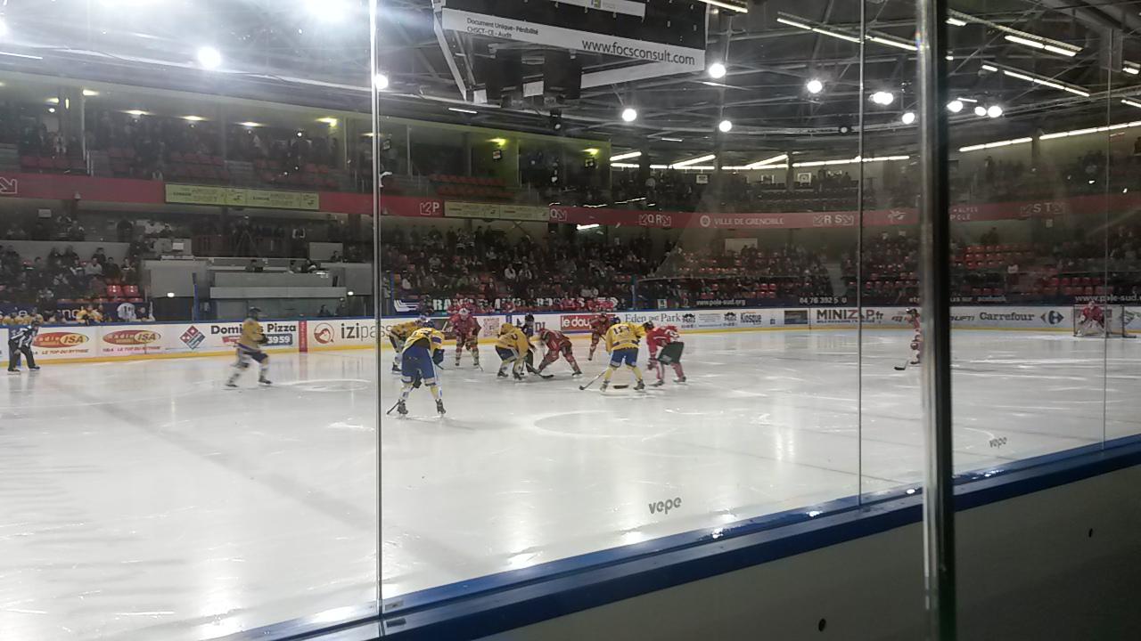 Engagement au match de hockey des Brûleurs de Loups