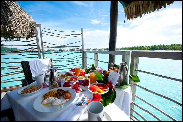 Un petit-déjeuner spécial lune de miel à Bora Bora