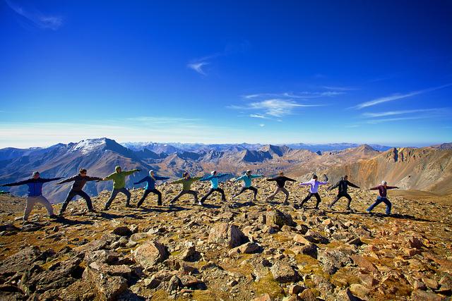 Yoga dans les montagnes du Colorado