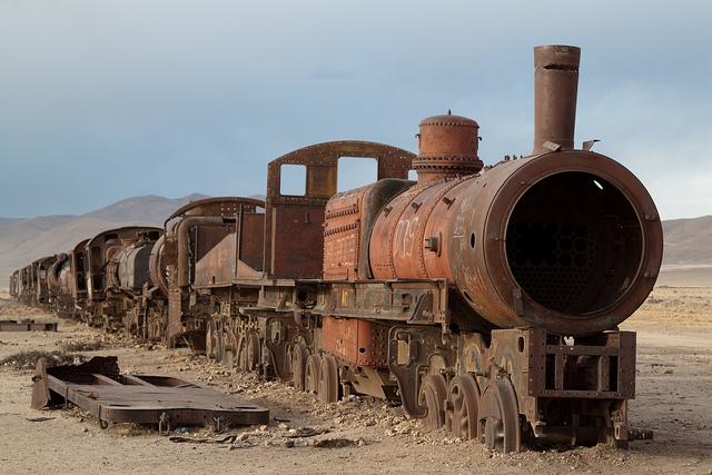 Un train abandonné dans le cimetière du Salar d'Uyuni