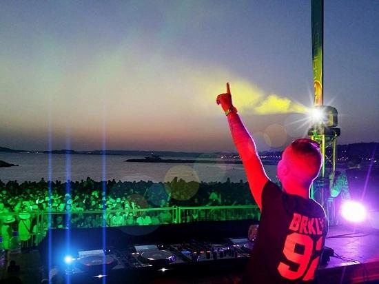 Party Fun Live sur la plage Borely à Marseille pour la Fête de la Musique