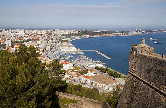 Vue sur la ville et le port de Setubal
