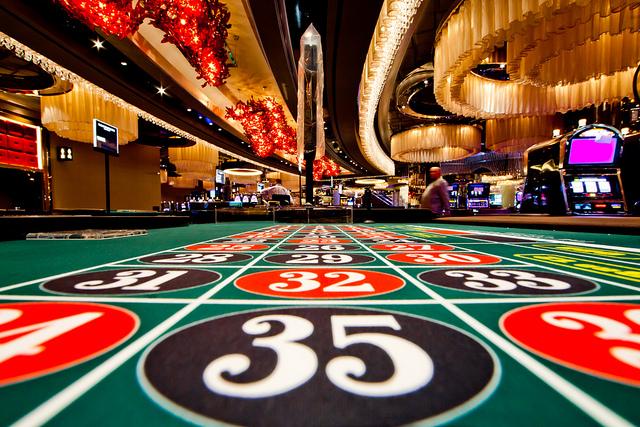 Un tapis de jeu dans un casino de Las Vegas © Flickr - Thomas Hawk