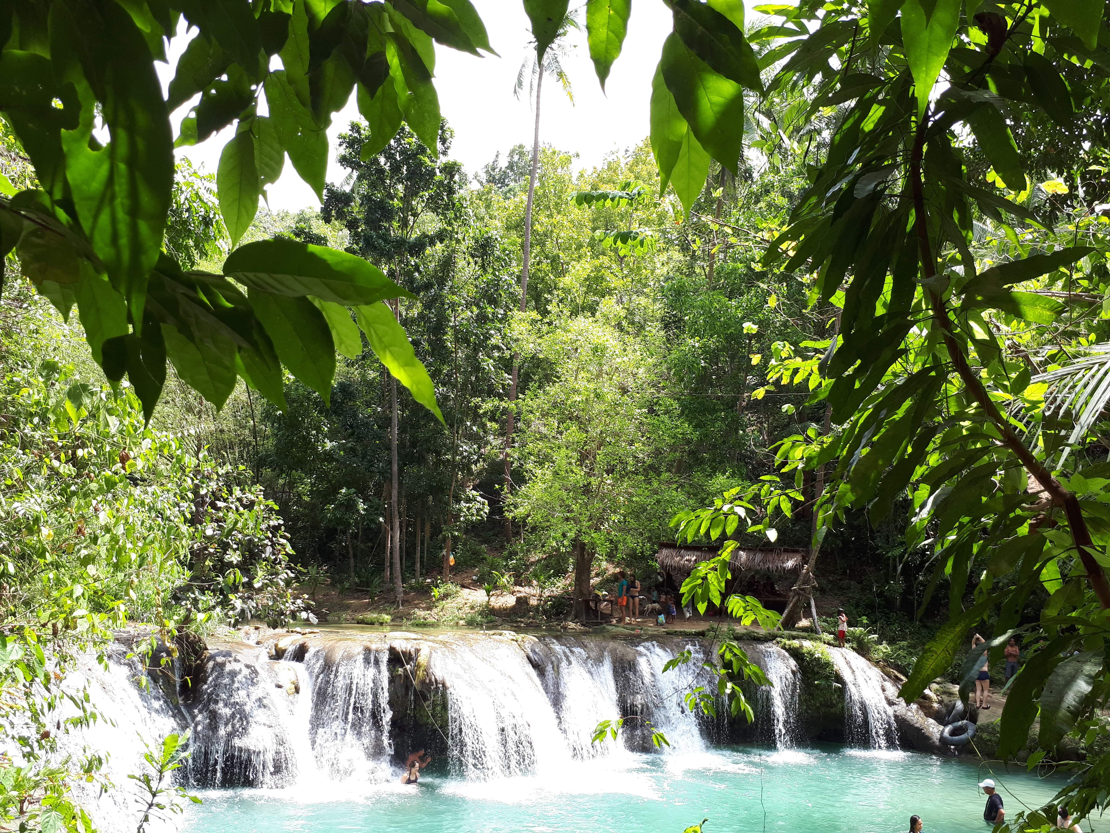 Les cascades de Cambugahay à Siquijor aux Philippines