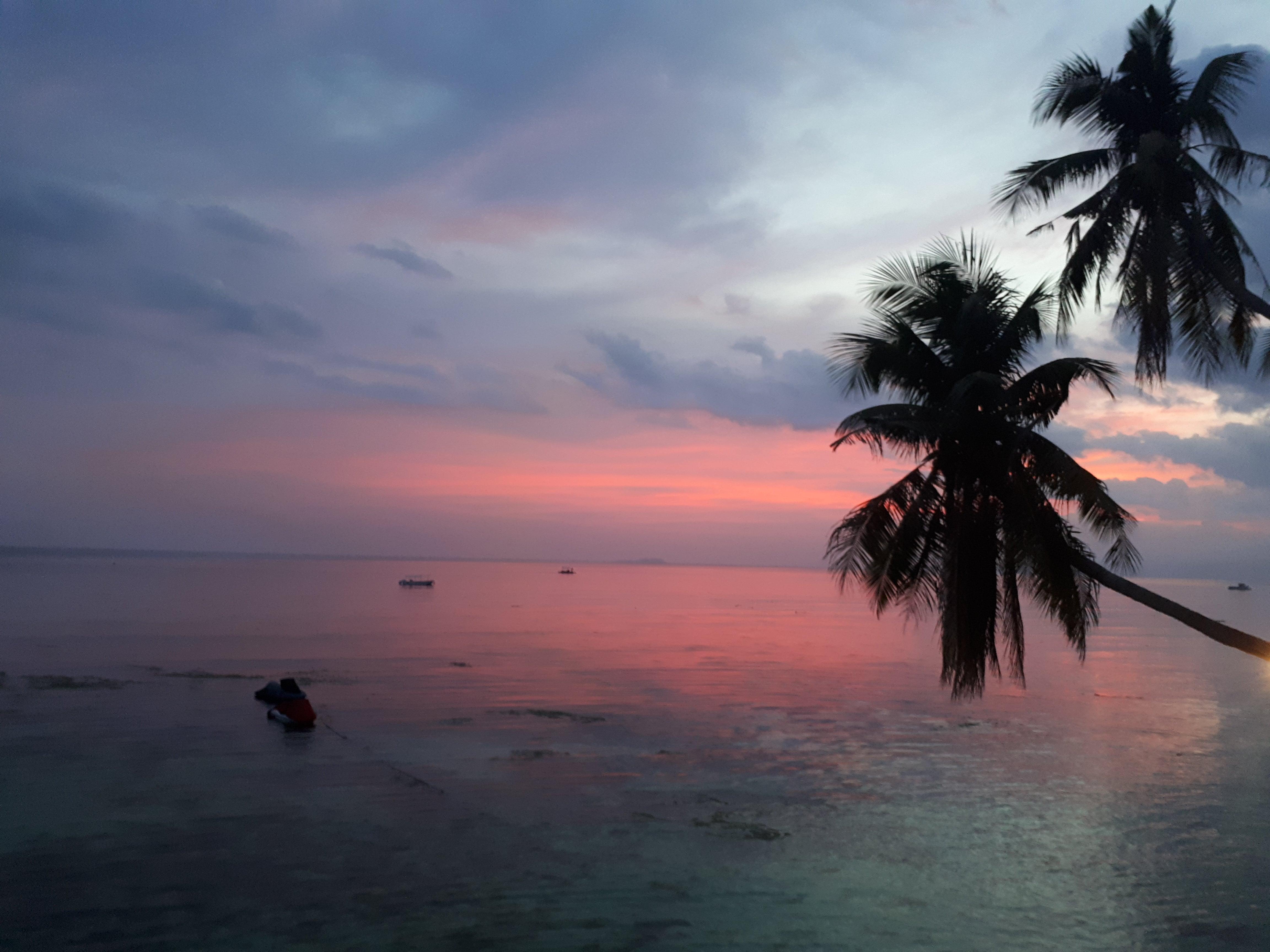 Coucher de soleil à San Juan à Siquijor aux Philippines