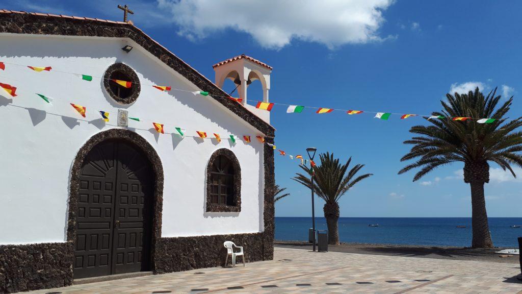 La place de l'église de La Lajita