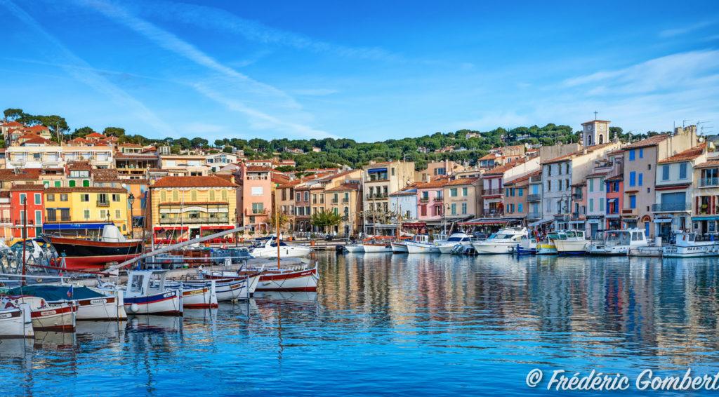 Le port et la ville de Cassis