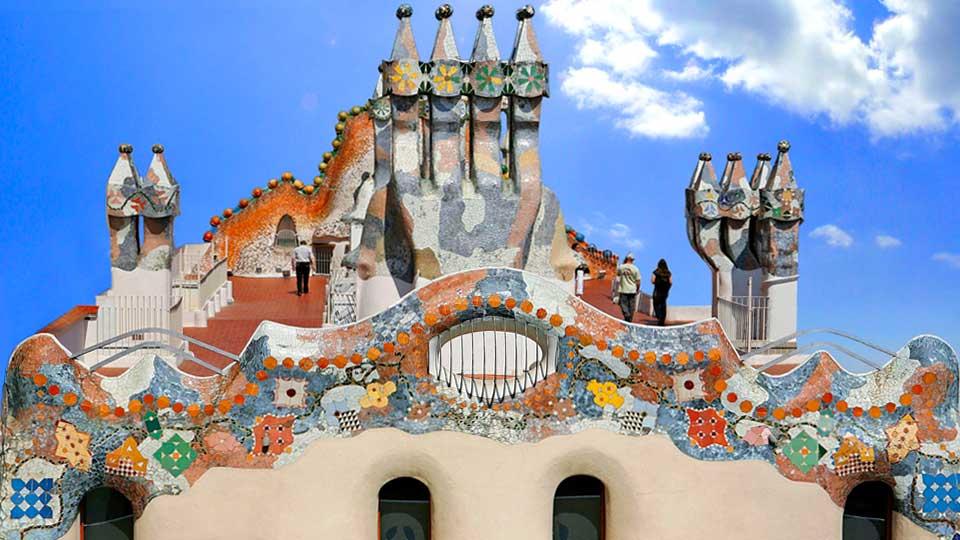 Le toit et les cheminées de la Casa Batlló